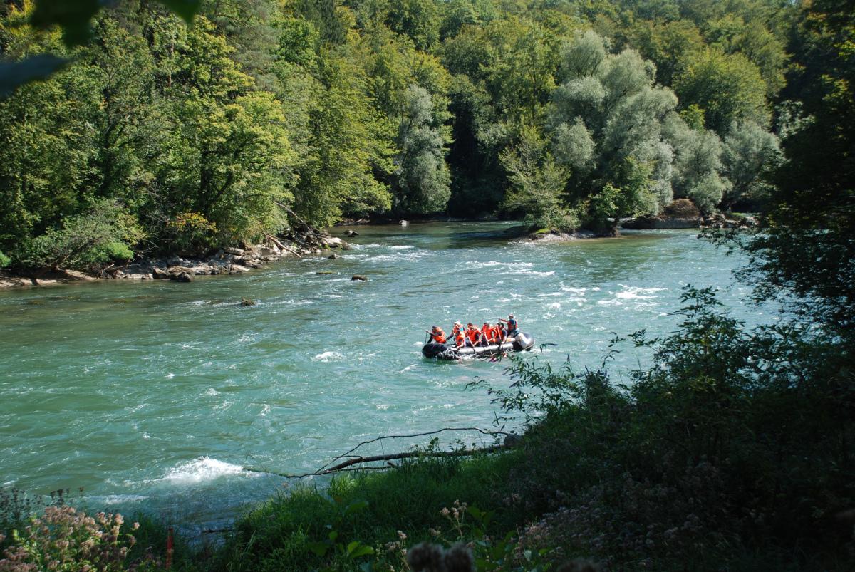 Familienanlass Schlauchbootfahrt auf der Reuss